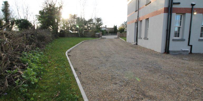 side driveway