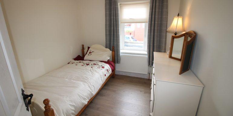 bed 2 side
